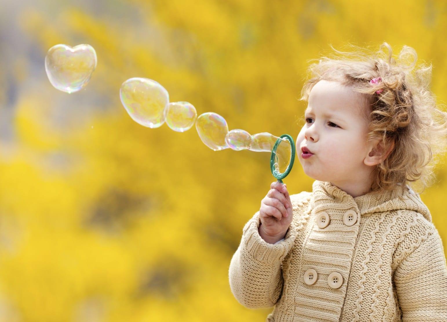 ילדה בסתיו
